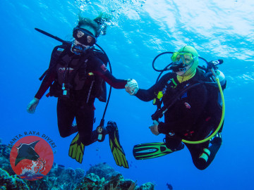 Women Divers with Great Buoyancy Control
